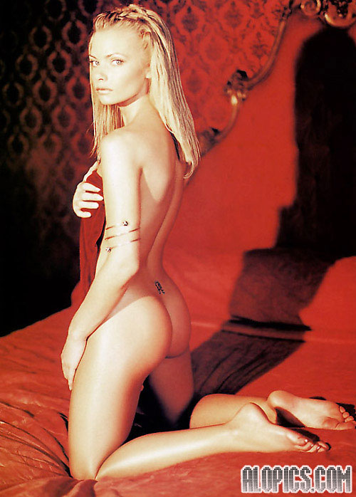 Jamie nackt White Elizabeth Hurley