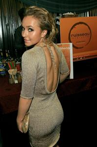 Hayden Panettiere - ass