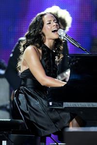 Alicia Keys performing at the World Music Awards