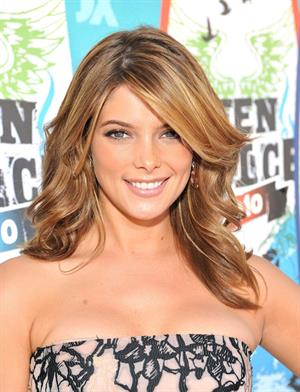 Ashley Greene 2010 Teen Choice Awards at the Gibson Amphitheatre on August 8