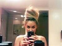 Lauren Conrad taking a selfie
