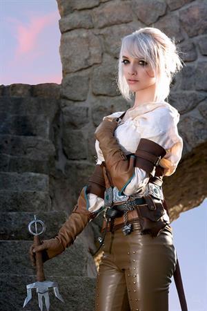 Lyz Brickley- Ciri Cosplay