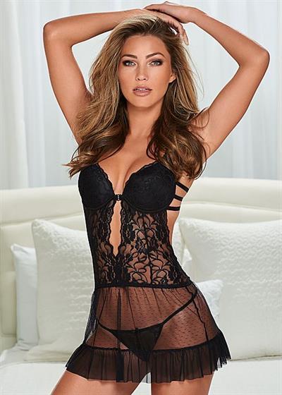 Simone Villas Boas in lingerie