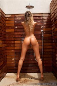 Claudia: Blind Shower