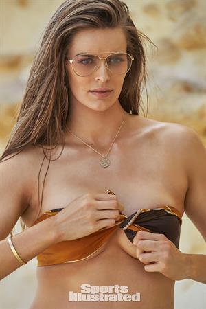 Robyn Lawley - Sports Illustrated Swimsuit 2016