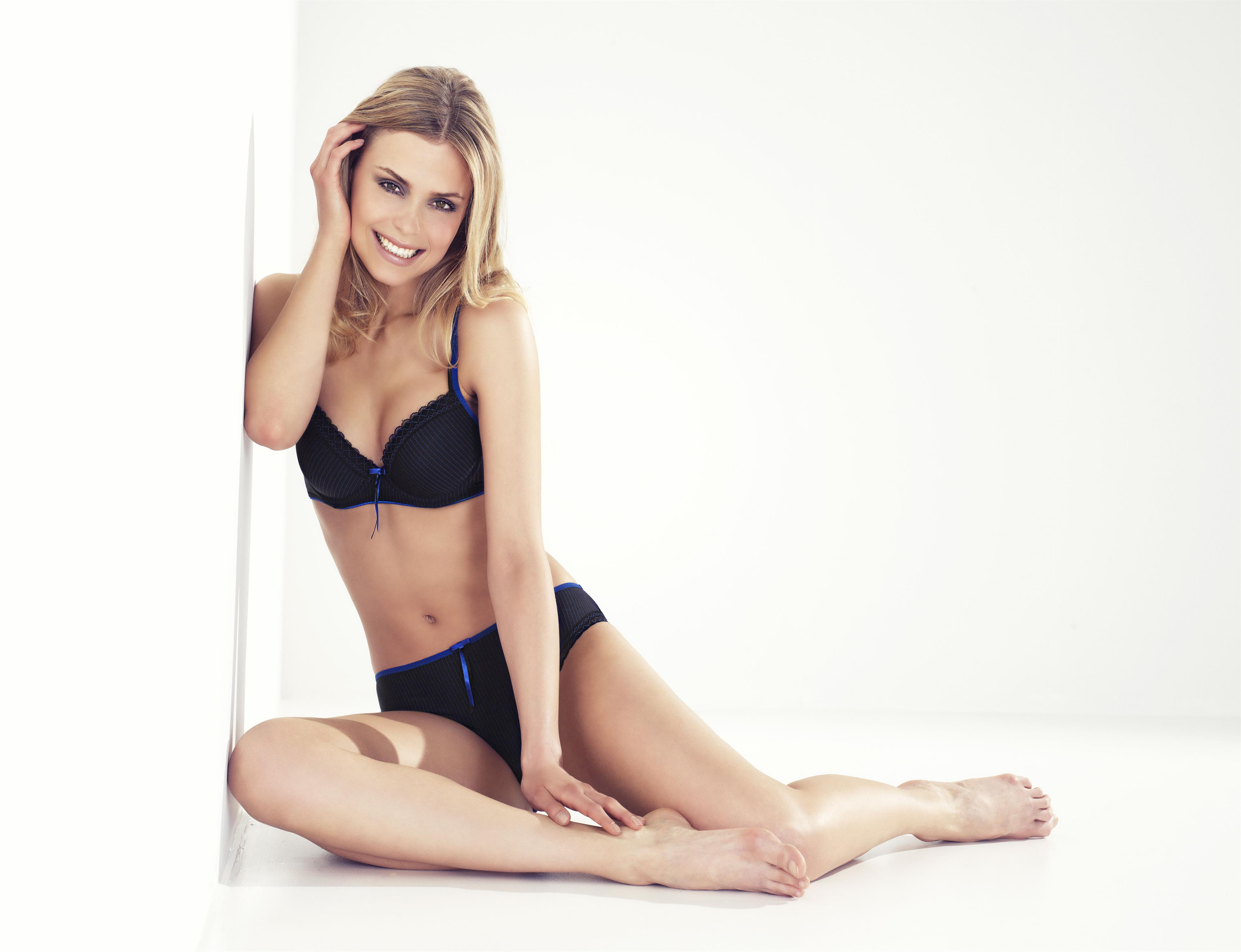 Stine Sowart in lingerie