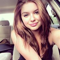 Ariel Winter taking a selfie