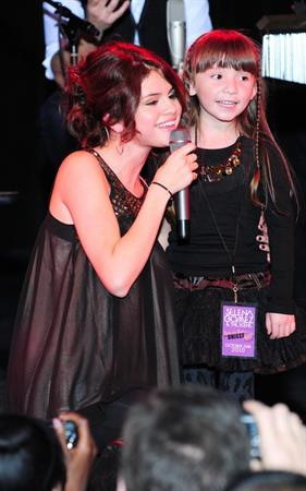 Selena Gomez trick or treat for Unicef Acoustic Concert at the Roxy October 26, 2010