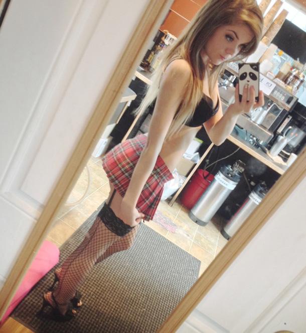 Danni Meow taking a selfie