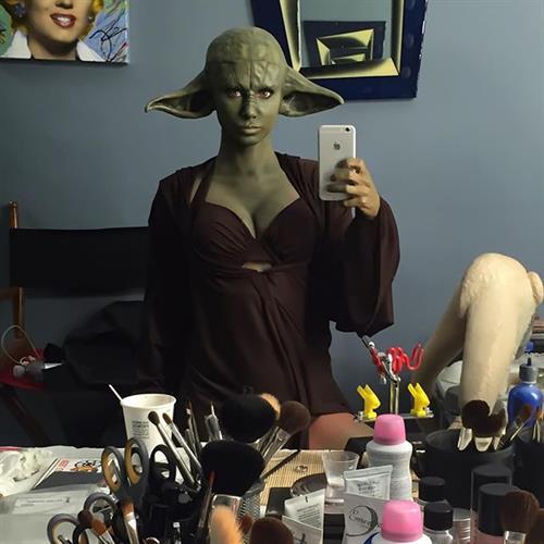 Sara Jean Underwood taking a selfie