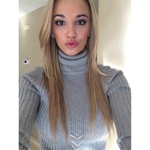 Caitlin Arnett taking a selfie
