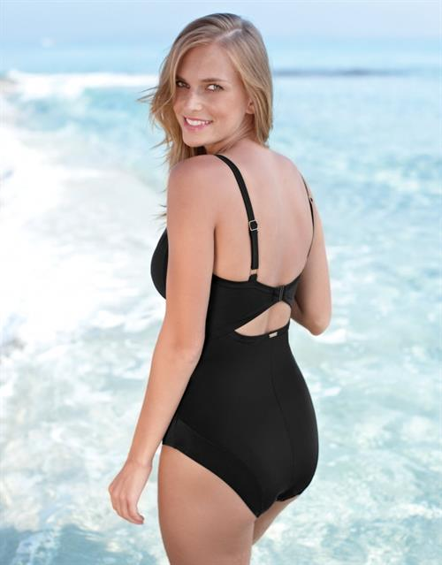 Ewelina Olczak in a bikini - ass