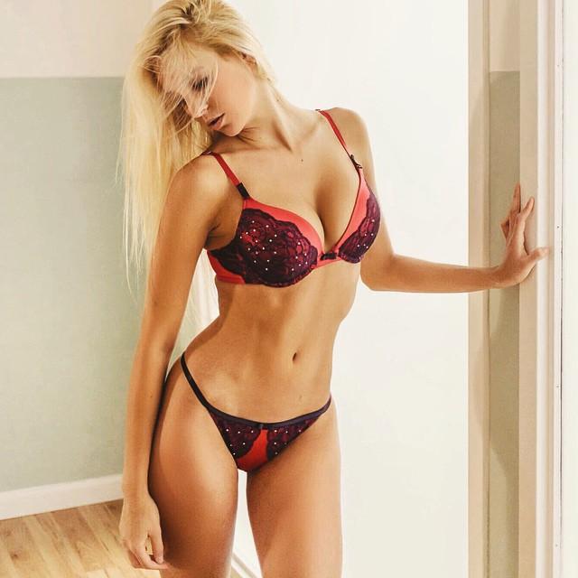 Bri Teresi in lingerie