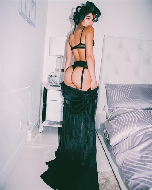 Yovanna Ventura in lingerie - ass