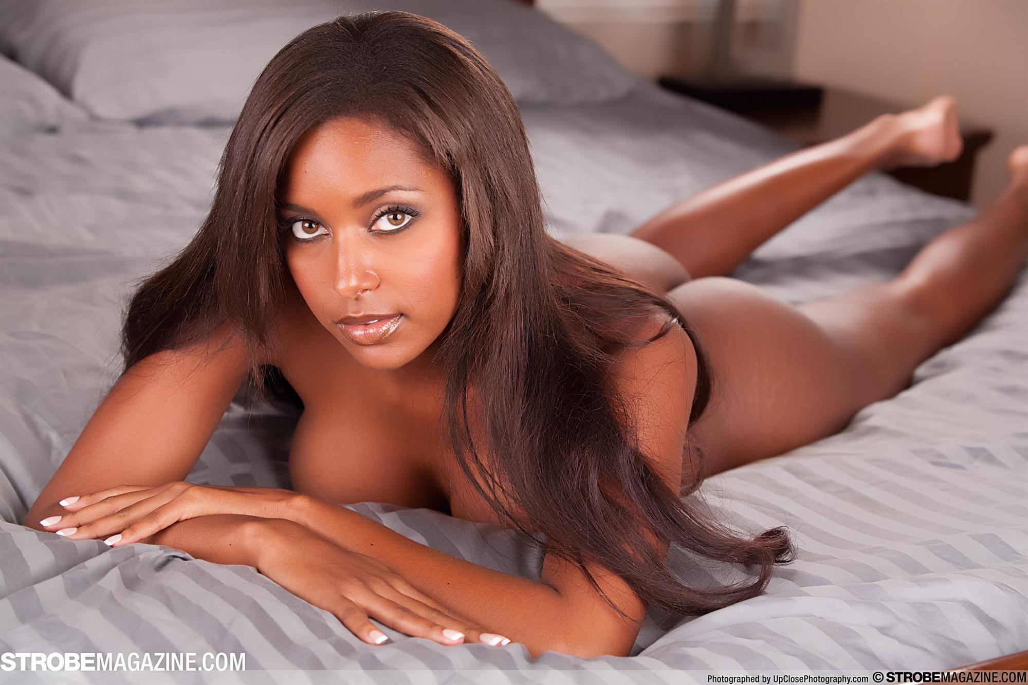 Brandi reed nude pictures in an infinite scroll