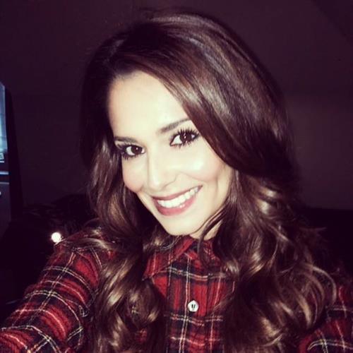 Cheryl Fernandez-Versini taking a selfie