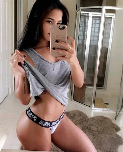 Katya Elise Henry taking a selfie