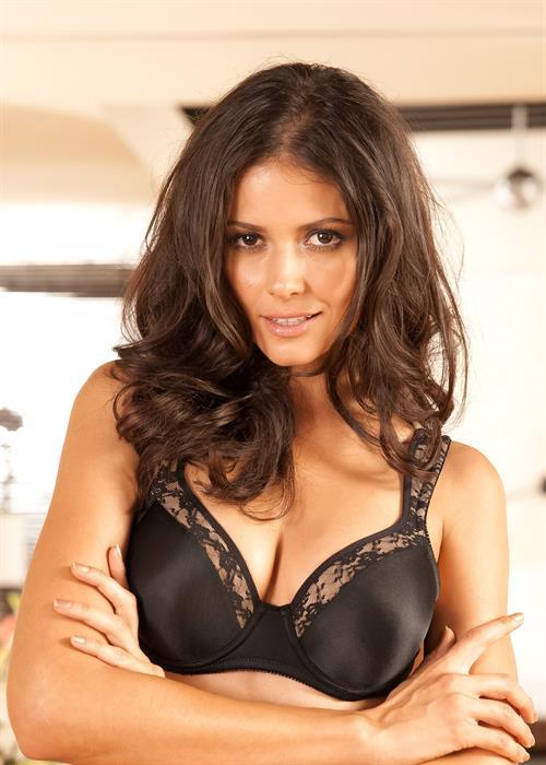 Carla Ossa in lingerie