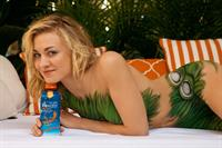 Yvonne Strahovski in body paint