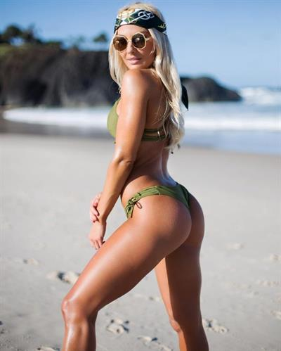 Brooke Evers in a bikini - ass