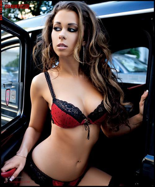 Laura Dore in lingerie