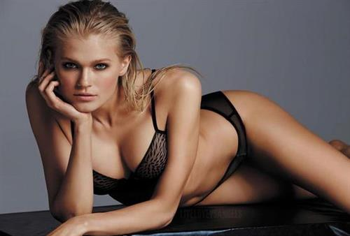 Vita Sidorkina in lingerie