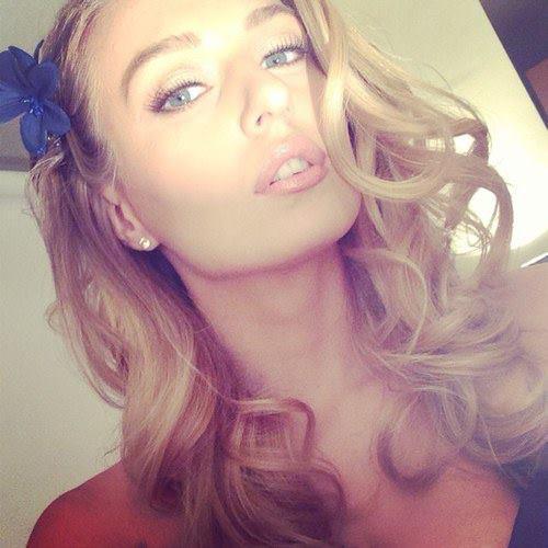 Natalia Starr taking a selfie