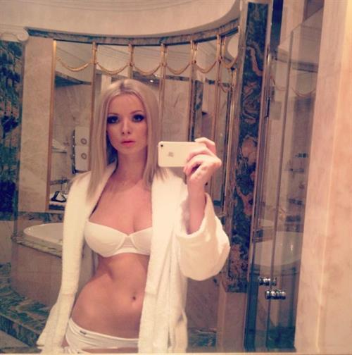 Ekaterina Enokaeva in lingerie taking a selfie
