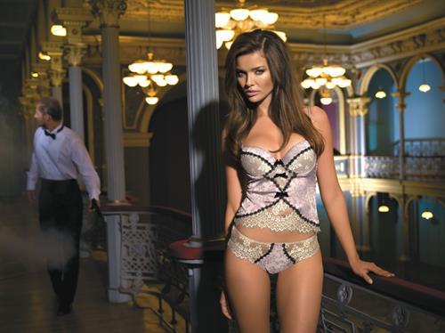 Herika Noronha in lingerie