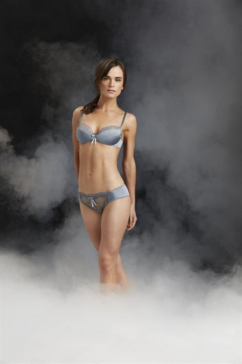 Gwendoline Taylor in lingerie