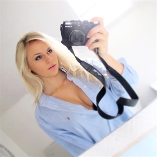 Anna Nyström taking a selfie