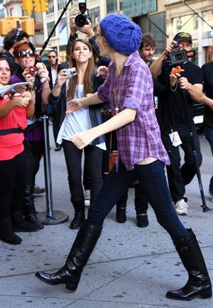 Taylor Swift arriving David Letterman Show October 26, 2010