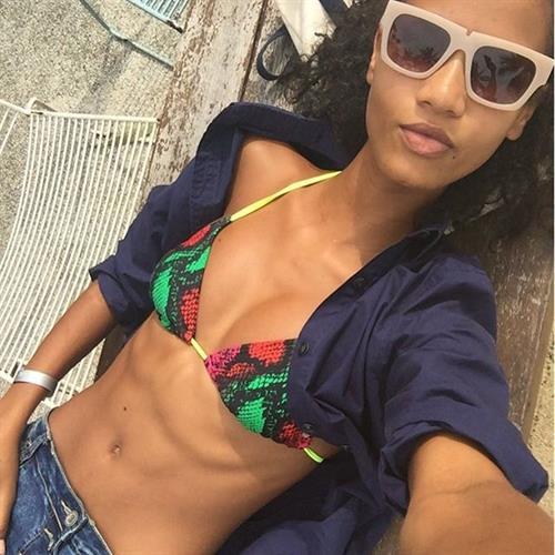 Ariela Oliveira in a bikini taking a selfie