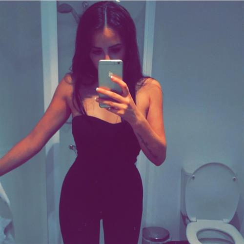 Marnie Simpson taking a selfie