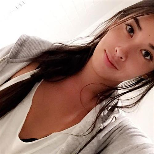 Arley Elizabeth taking a selfie