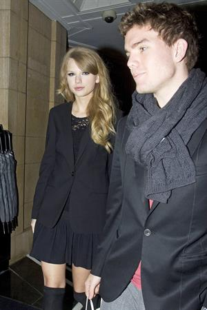 Taylor Swift goes out to dinner to Nobu on Park Lane in London October 19, 2010