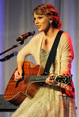 Taylor Swift 41st annual Songwriters Hall of Fame Induction Ceremony on October 16, 2011