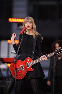 Taylor Swift performs at Good Morning America in New York City October 23, 2012