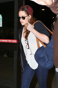 Kristen Stewart at Los Angeles Airport 12/27/12