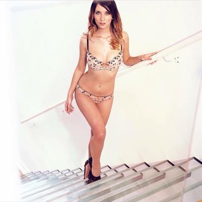 Nikita Klæstrup in a bikini