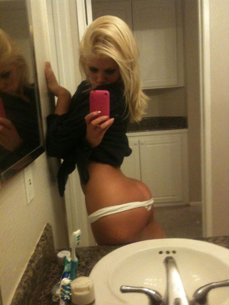 Blonde teen Lexi Swallow taking naked self shots in mirror № 904089 без смс