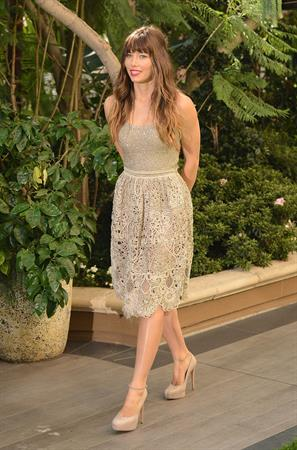 Jessica Biel poses at the Total Recall - Los Angeles Photo Call on July 28, 2012 in Beverly Hills, California