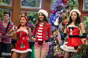 Victoria Justice Victorious Season 3 Episode 1 'A Christmas Tori' stills