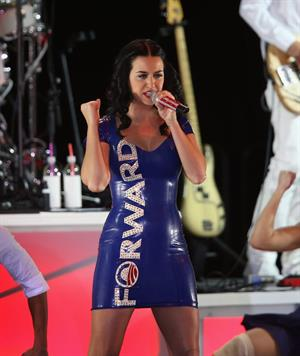 Katy Perry performs at a campaign rally for President Obama in Milwaukee 11/3/12