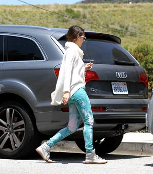 Jessica Alba a park in Beverly Hills 12-5-2012