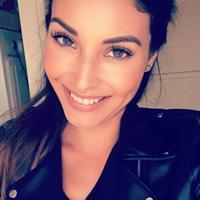 Johana Gómez taking a selfie