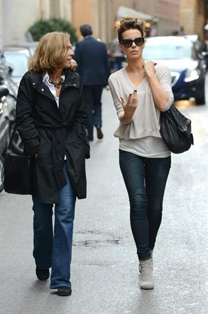 Kate Beckinsale Out and about in Rom November 9-2013