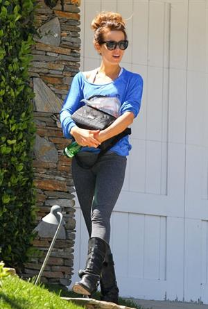 Kate Beckinsale visits a friend's house in Los Angeles, California April 9-2013