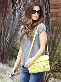 Kate Beckinsale - Enjoys a stroll in Los angeles (07.06.2013)