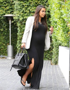 Kim Kardashian - Moves her growing baby bump through Los Angeles (03.06.2013)